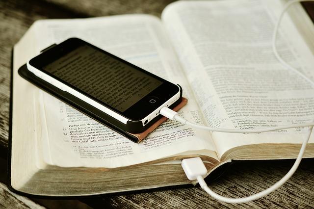 La Bible ou le portable?